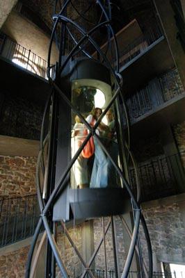 elevator space big تاریخچه  آسانسور در دنيا :