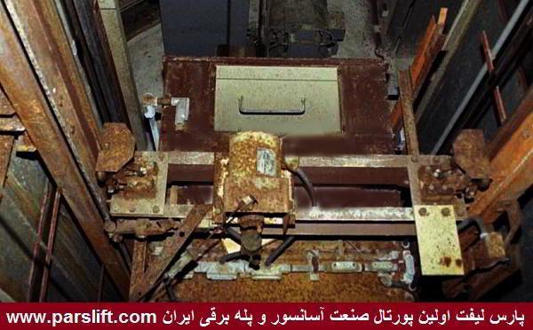 سقوط همزمان نصاب و کابین آسانسور منجر به مرگ نصاب شد www.parslift.com