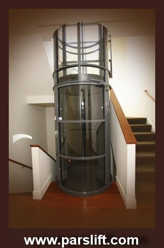 آسانسور پنوماتیک در کم ترین فاصله موجود بین راه پله